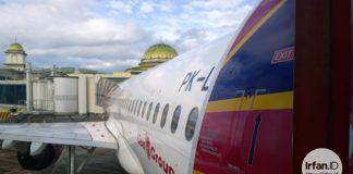 Pesawat Batik Air dari samping