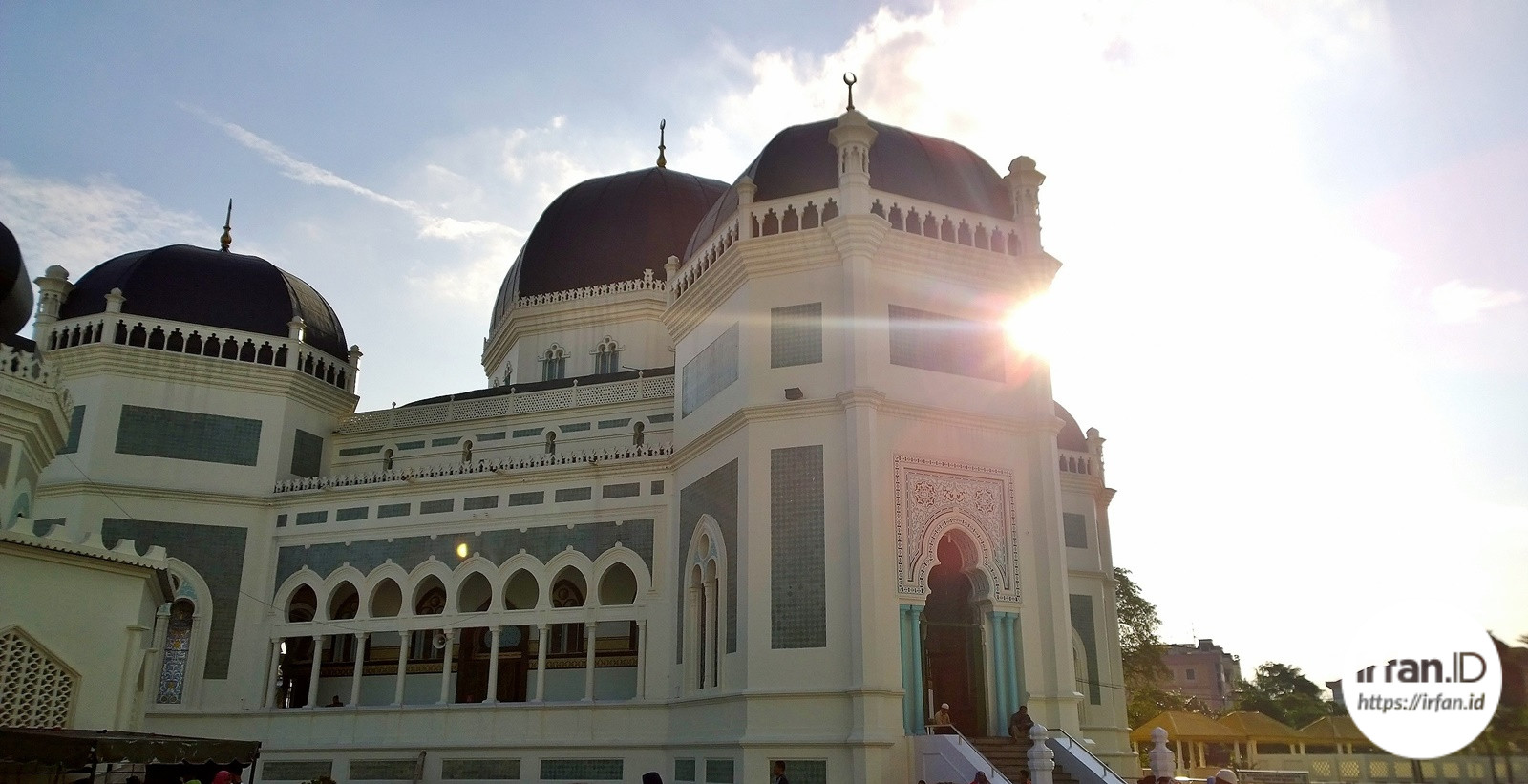 Tampak depan Masjid Raya Al-Mashun Medan