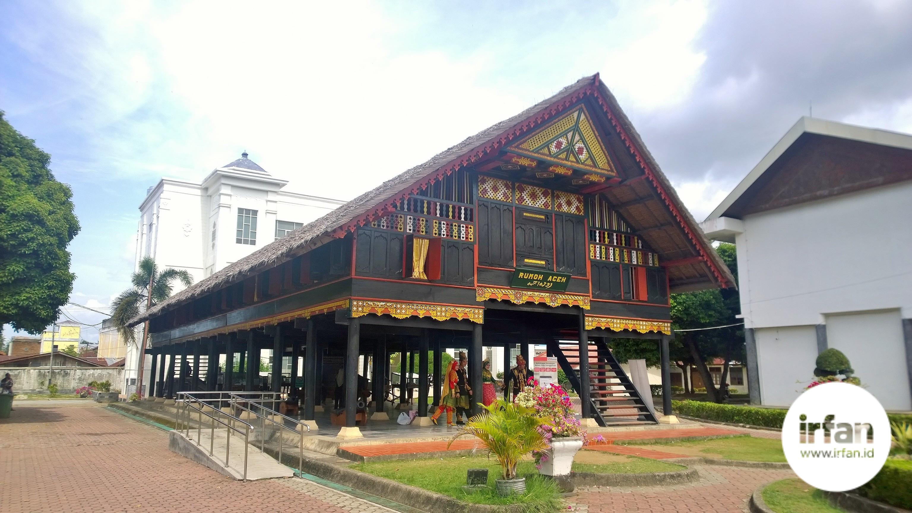 FOTO: Museum Negeri Aceh, Wisata Sejarah Yang Wajib Dikunjungi 39